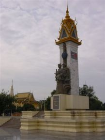 Vietnamese-Cambodian friendship momunment (but a statue alone is not enough...)
