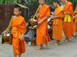 Monks a gogo - collecting alms at 5am