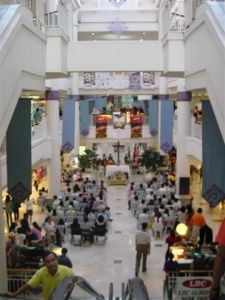 A mass in the middle of a Manila mall !!