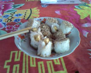 Falang Rolls - sushi of banana, peanut butter and sesame (LA)