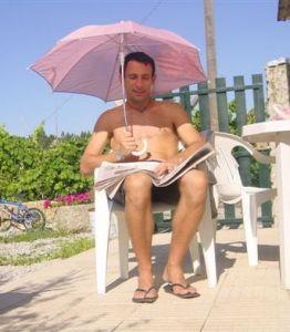 Life under a pink umbrella - (im)possible?