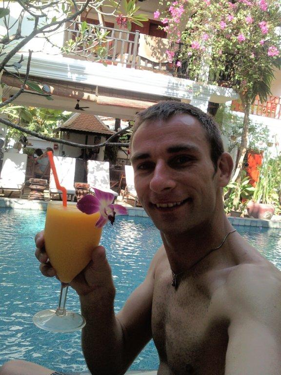 Cocktail at the Golden Banana pool